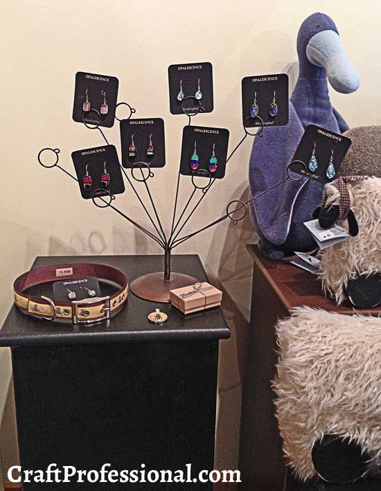 Photo stand for earring display