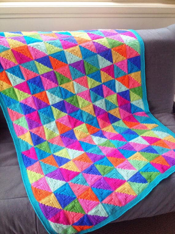 Modern crocheted blanket pattern at Poppy and Bliss