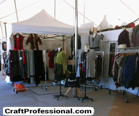Portable clothing display