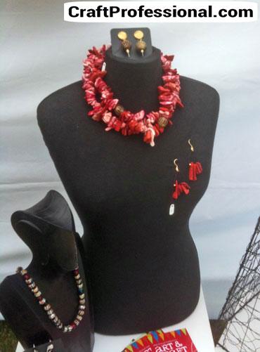 creative necklace display