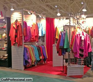 Clothing booth using slat wall display panels