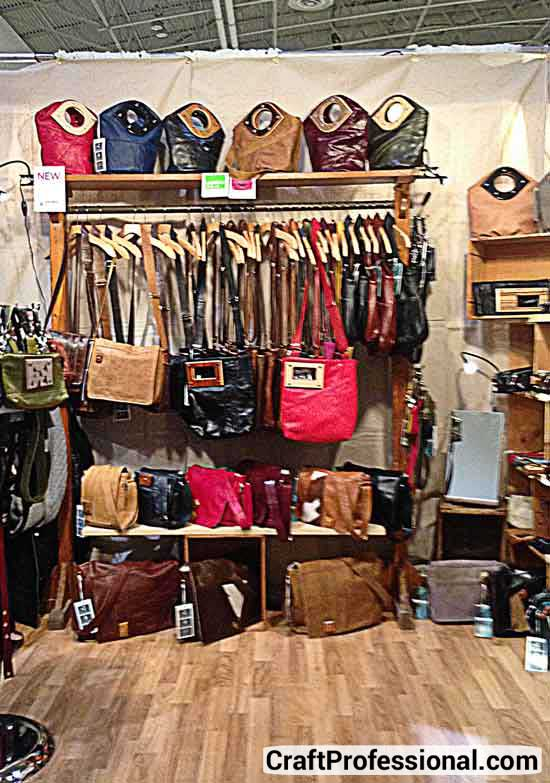 Hanging purse display