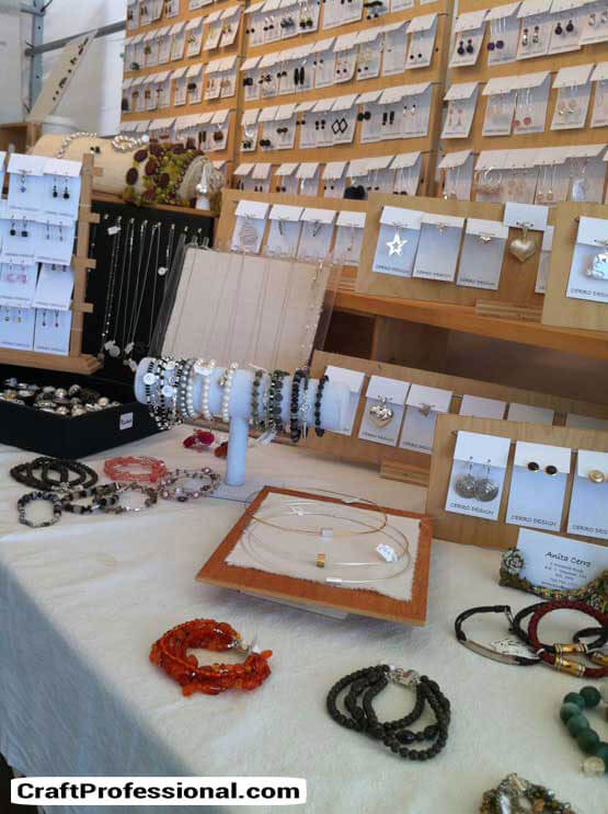 Neutral colored jewelry booth