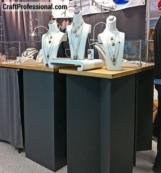 Pedestal display stands